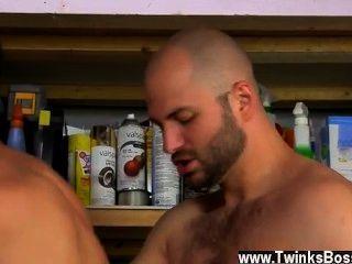 熱同性戀大衛喜歡他的男人男子氣概!