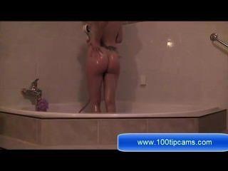 黑髮nadia手淫在浴室