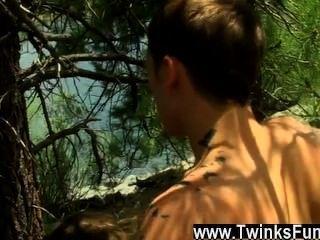 twinks xxx他們的桿吸吮技能應該給他們一個特殊的徽章,但是
