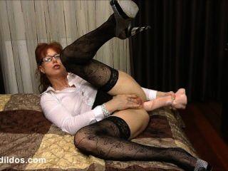 骯髒的秘書他媽的她的混蛋與一個殘酷的馬公雞假陽具在高清