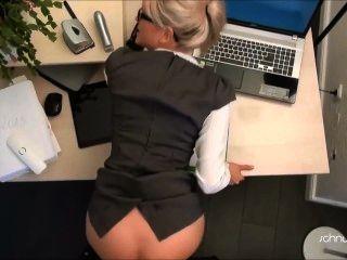 金發碧眼的貝貝辦公室他媽的
