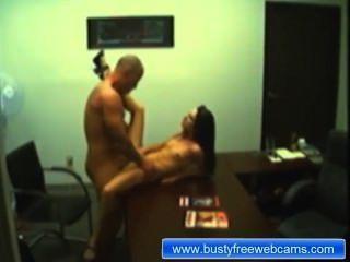 業餘夫婦性愛展示在辦公室