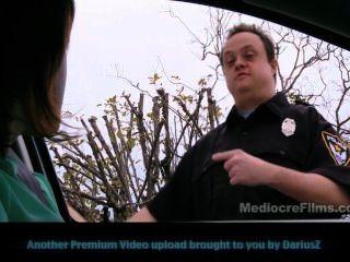 遲到的警察內褲檢查員