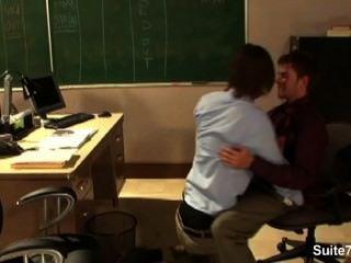 性感的同性戀在辦公室敲響了