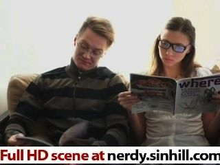 書呆子俄羅斯hottie他媽的根據freud nerdy.sinhill.com