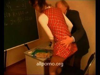 青少年他媽的與她的老師