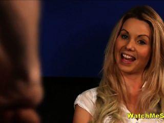 害羞的英國寶貝手錶傢伙wank在採訪中