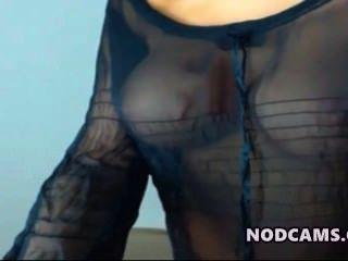 超級模型拉提納戲弄性感的襯衫