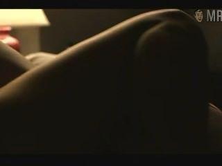 珍妮弗·康納利與她的情人毫米表演