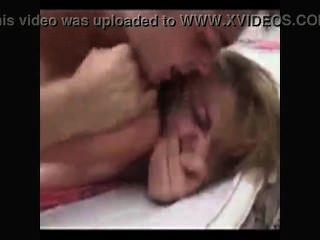 非常熱的ch子在她的臥室巨乳強烈的山雀青少年