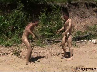 海灘男孩摔跤裸體