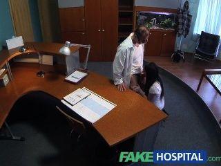 沒有經驗的病人想要醫生公雞是她的fi