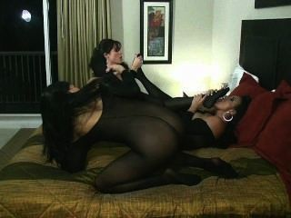 女同性戀身體儲存狂歡與sybian騎馬貓舔腳趾吸!