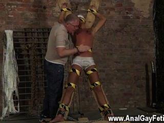 驚人的twinks奴隸男孩做噴