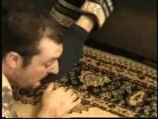 奴隸由熱的沙特情婦主宰汗濕的襪子和腳