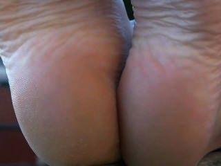 法國公共赤腳寶貝顯示腳鞋底腳戀物癖