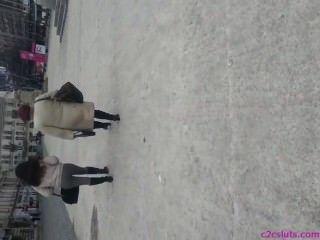 在街道羅馬尼亞的間諜性感的驢子
