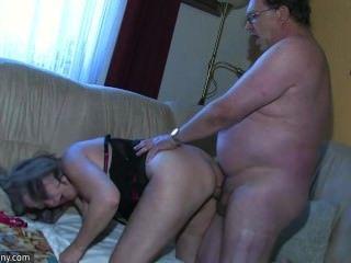 oldnanny胖乎乎的grannma和她的女朋友bbw護士有很大的樂趣