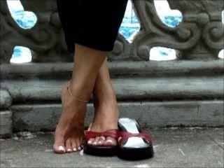 使用與性感的長的腳趾的鞋子
