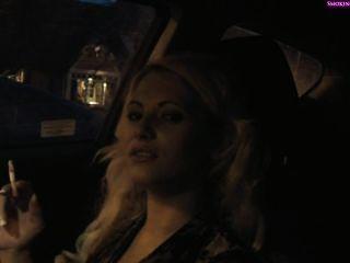 美味的女孩在車裡吸煙,part1非裸體(part2在私人)吸煙f