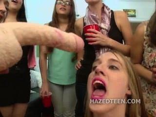青少年女孩吸雙頭假陽具