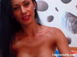熱和性感黑髮玩她性感的胸部(4).flv