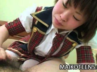 mayu nakane年輕日本享受硬公雞