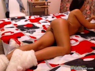 手淫在胸罩內褲和黑色絲襪redxxxcams.com