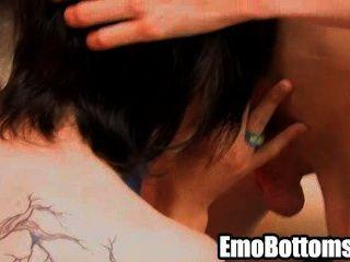 角質emo twink英里傲慢吮吸在硬公雞