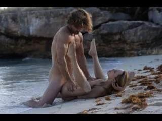 極端藝術性在海灘的有角的夫婦