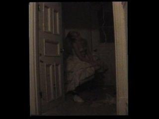 迷失方向的who子被困在壁櫥裡