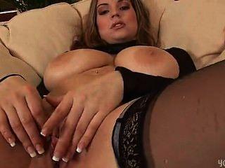 性感的liana假陽具她濕的陰部