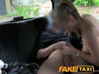 faketaxi熱金髮美女警察女人在出租車報復