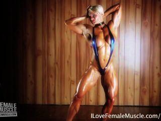 驚人的肌肉女孩brigita brezovac flexing她的最終hardbody