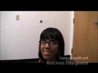 黑女人為了她的新工作而性交