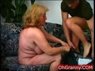 公雞飢餓的放蕩老奶奶