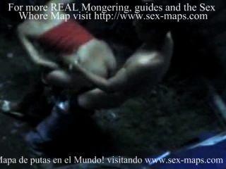 尼加拉瓜妓女在與遊人的工作