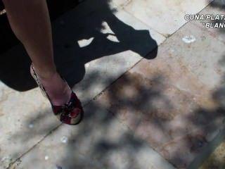平台涼鞋楔子性感的雙腿和腳