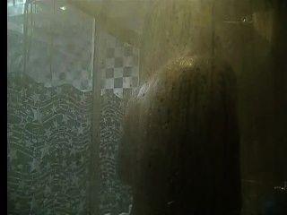 bb非洲大公雞在淋浴