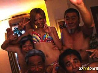 日本女傭幹骯髒的老人