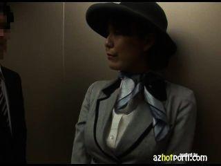 亞洲性在公用電梯