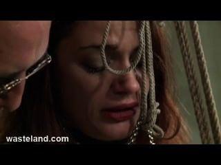 地牢bdsm性高師關係相當sub到bambo和折磨她的陰部