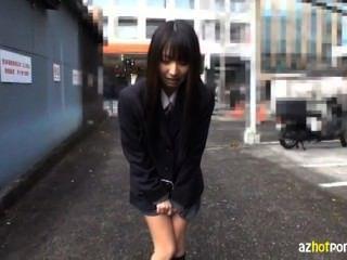 她在東京被剃光和暴露