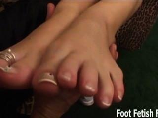 舔和吸我們的腳趾你小ch子