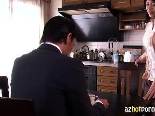 美麗的亞洲妻子背叛她的丈夫