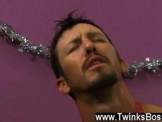 同性戀視頻丹尼布魯克斯絕望得到他的聖誕獎金,即使