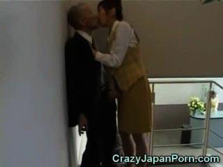瘋狂的手活在東京辦事處!