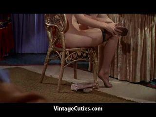 豐滿的紅發女孩毛茸茸的unt子在床上