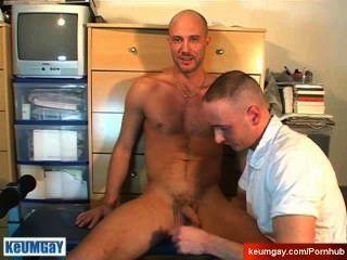 str8 guy serviced:david被一個傢伙吸了,儘管他!