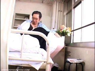 老病人偷窺與性護士